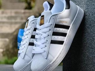 分享阿迪达斯运动鞋进货渠道,拿货价一双多少钱
